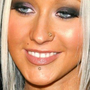 christina-aguilera-piercings-nose-lip-500x500