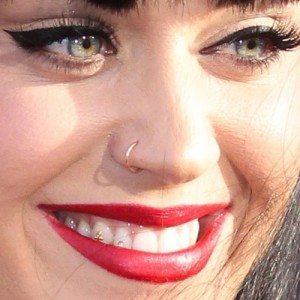 katy-perry-nose-piercing-500x500