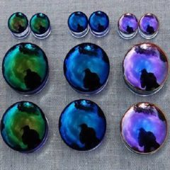 Wear Glass Plugs and Reveal a Stunning Look