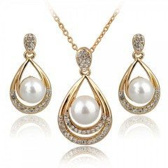 Feel Exotic and Pride on Wearing a Gorgeous Gold Jewelry Set